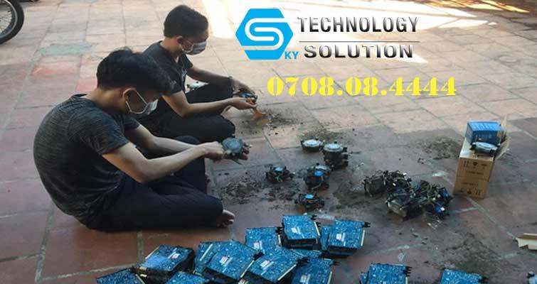 cong-ty-ve-sinh-phong-net-gia-re-va-nhanh-chong-tai-quan-lien-chieu-skytech.company-2