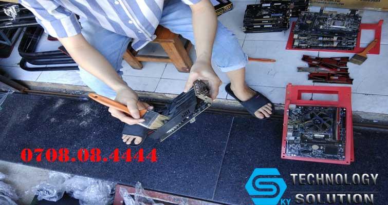 don-vi-bao-tri-va-ve-sinh-phong-net-chuyen-nghiep-tai-quan-hai-chau-skytech.company-1