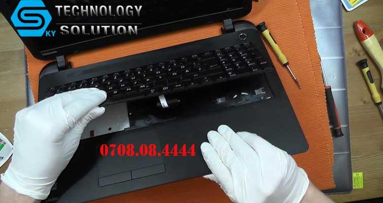 mua-ban-ban-phim-laptop-tai-quan-lien-chieu-skytech.company-1